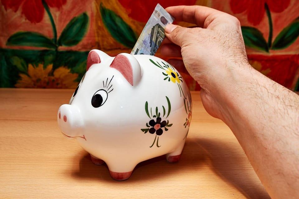 Sachez combien de réserve de trésorerie vous devriez garder dans votre portefeuille d'investissement, surtout dans ce monde où le taux d'intérêt est si bas.