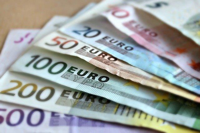 1000 euros par mois
